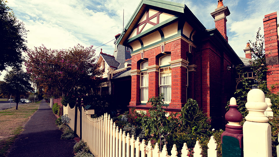 Elsternwick property market stabilises after lending crunch, says real estate agents