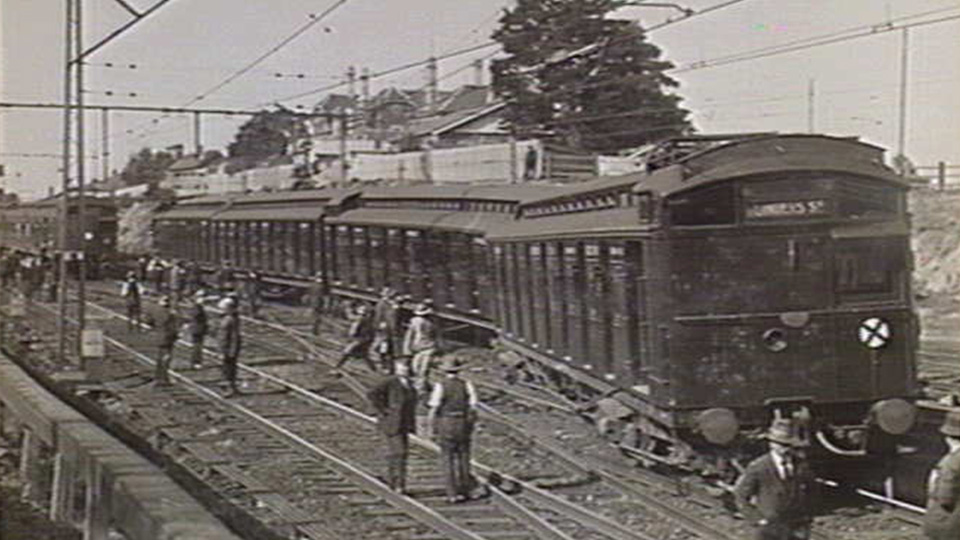 Empty train derailed in Elsternwick 1926 (source State Library Victoria)